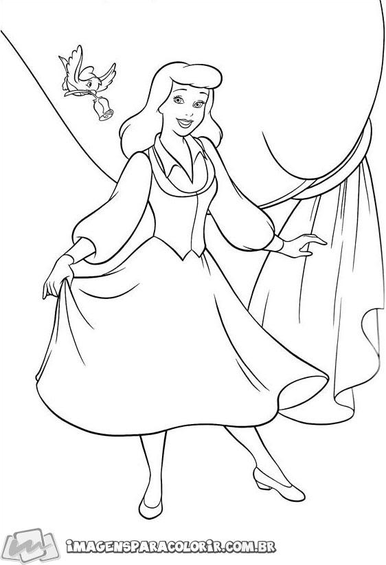 Cinderela olhando pela fechadura